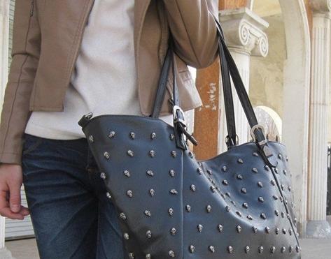 О мужской ревности к женским сумочкам.