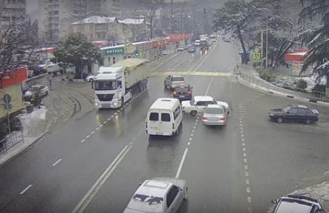 Машина без водителя после аварии сама образцово припарковалась.