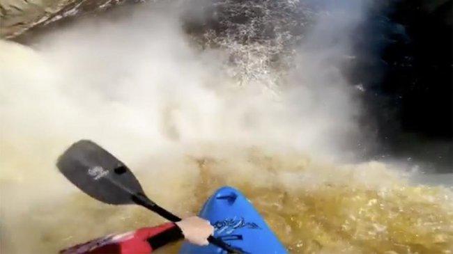 Немецкий каякер совершил смертельный трюк, прыгнув с 33-метрового водопада