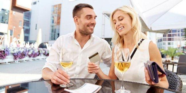 Романтик: ограбил возлюбленную, чтобы свозить её на курорт