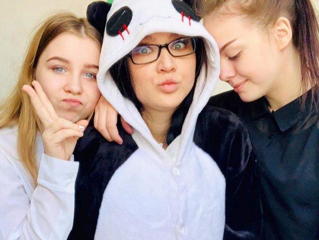 Российская учительница-блогер пришла на работу в школу в костюме панды